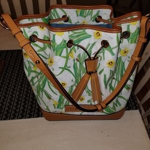 NWOT Dooney & Bourke White Daffodils Bucket Bag